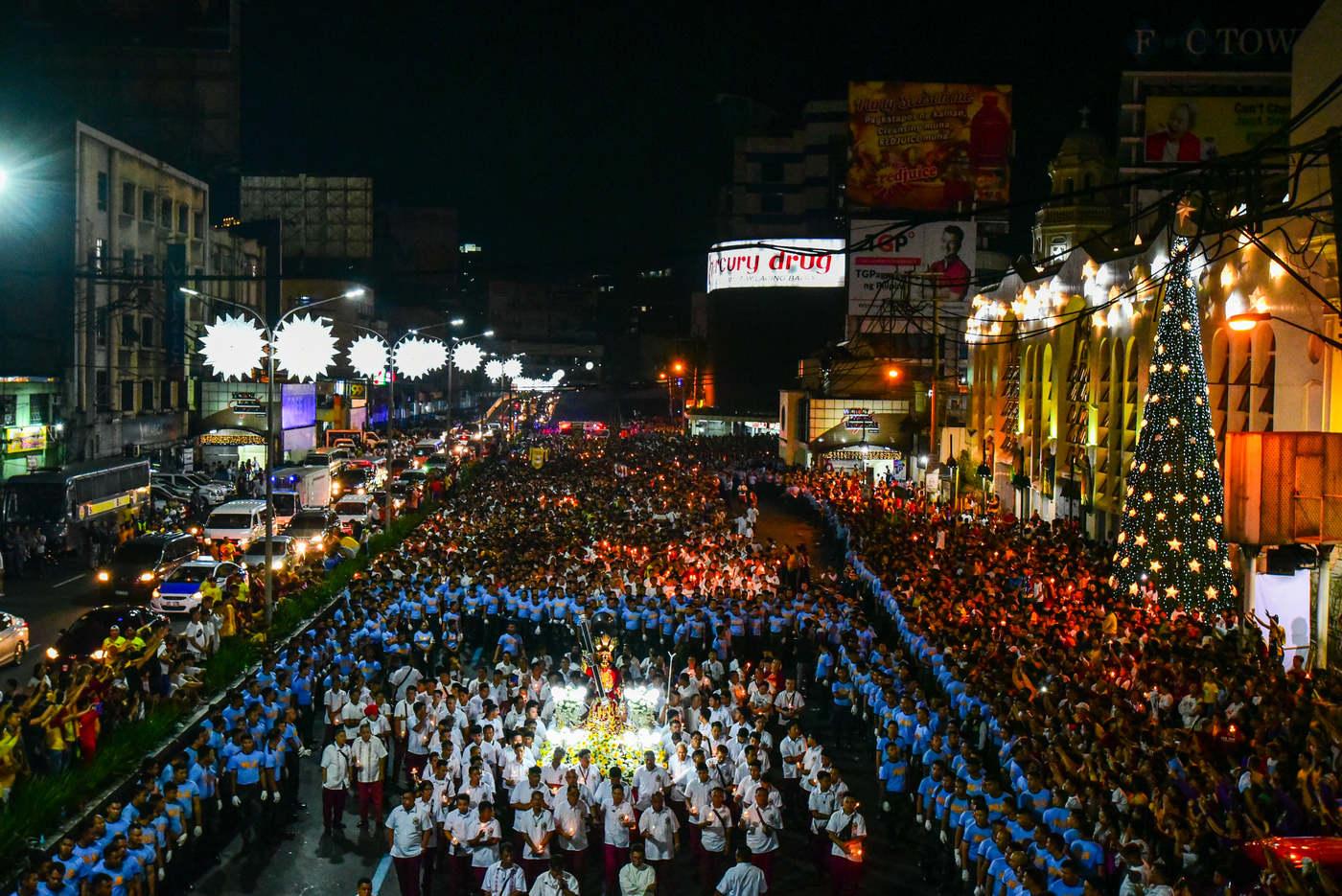 Manilában egy hálaadó szertartással kezdődött az ünneplés