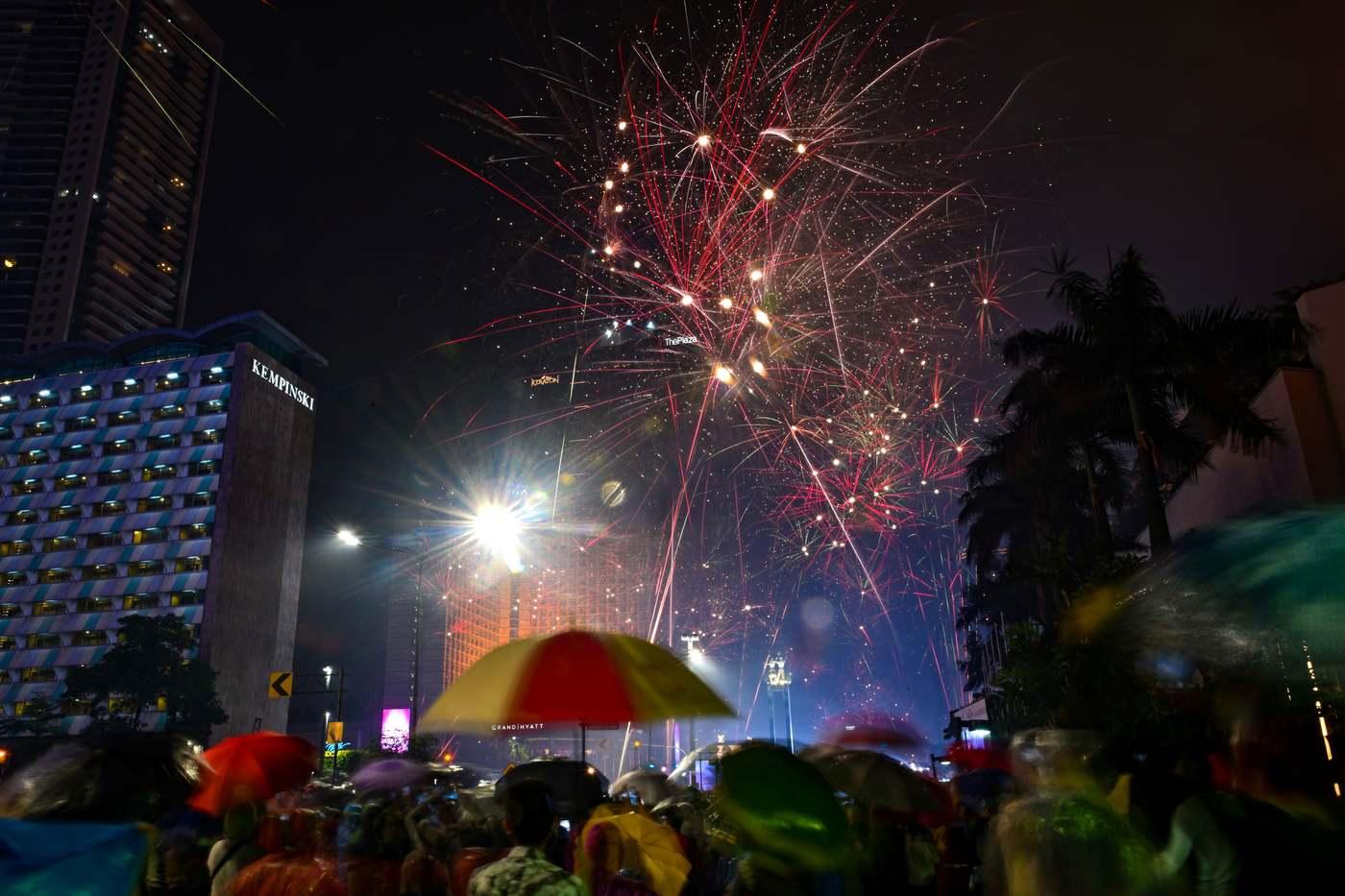 Jakartában is tűzijátékkal köszöntötték az új évet