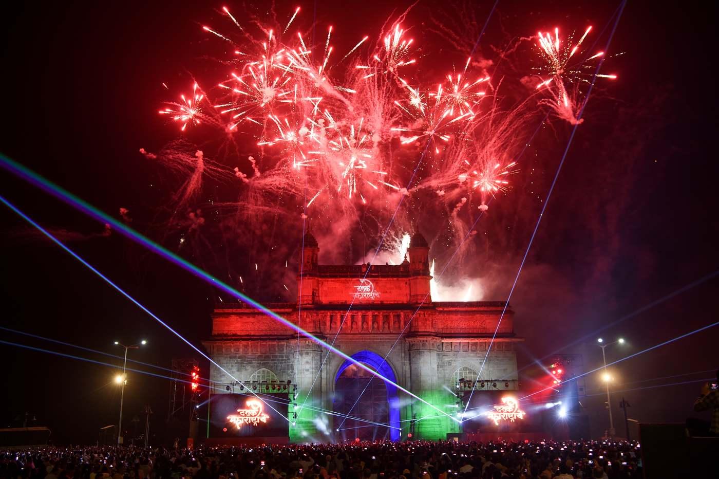 Szilveszteri tűzijáték Mumbaiban