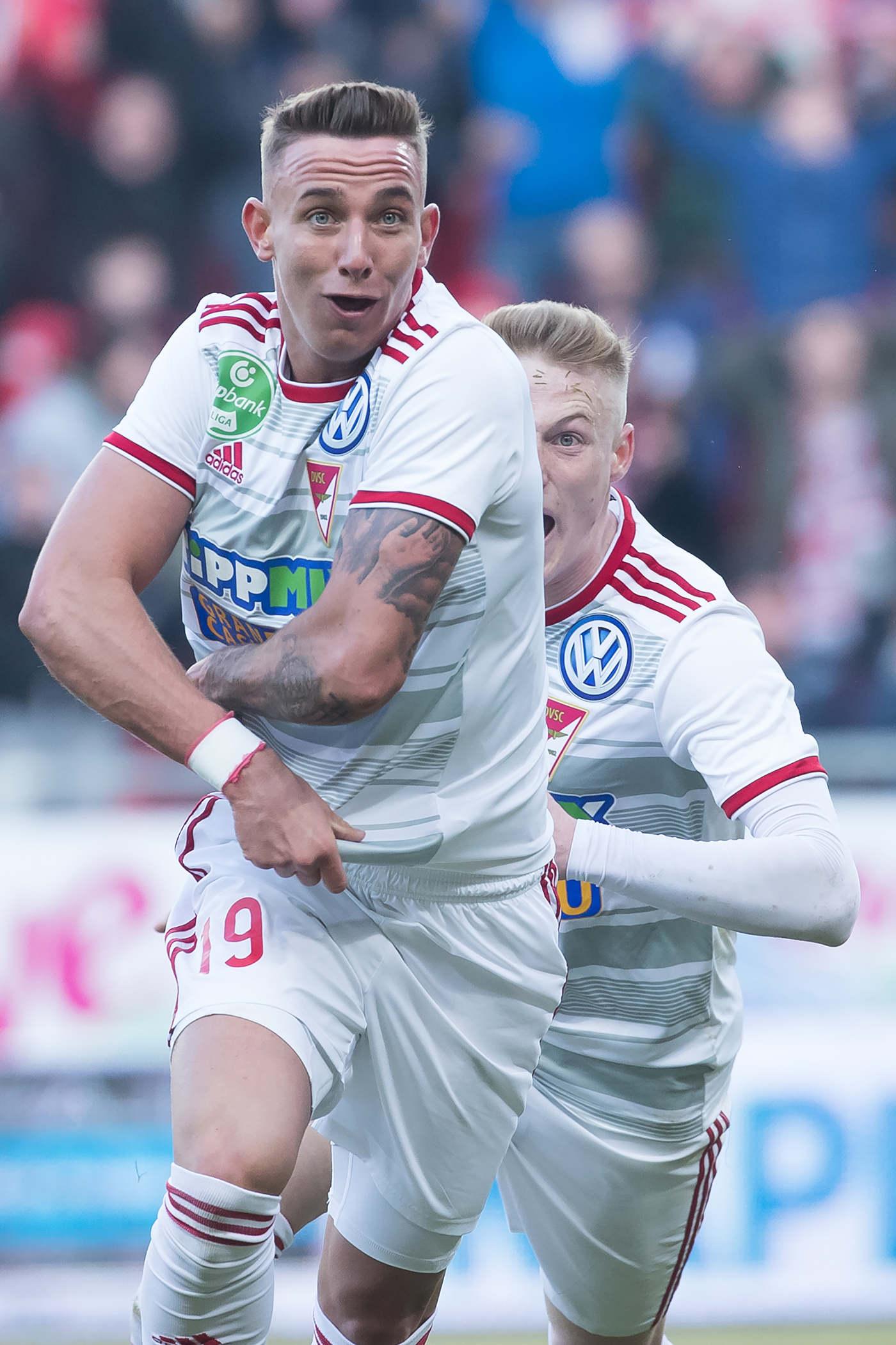 Február: Egy csapásra világhírű lett egy tizennyolc éves magyar focista. Zsóri Dániel ollózós góllal döntötte el a Debrecen-Ferencváros labdarúgó-mérkőzést. A találatot jelölték a Puskás-díjra, s a csatár szeptemberben át is vehette a legszebb gólért járó elismerést.