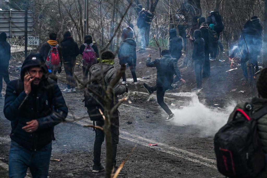 Randalíroznak a migránsok