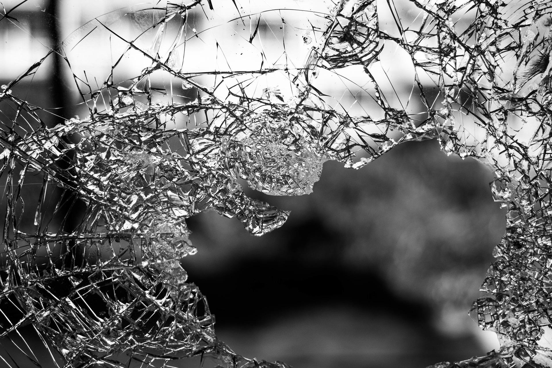 Busztragédia: 35 holttestet emeltek ki a roncsok alól