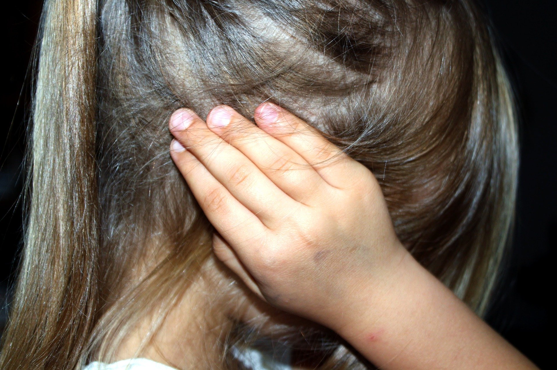 gyermeket szexuálisan bántalmaztak