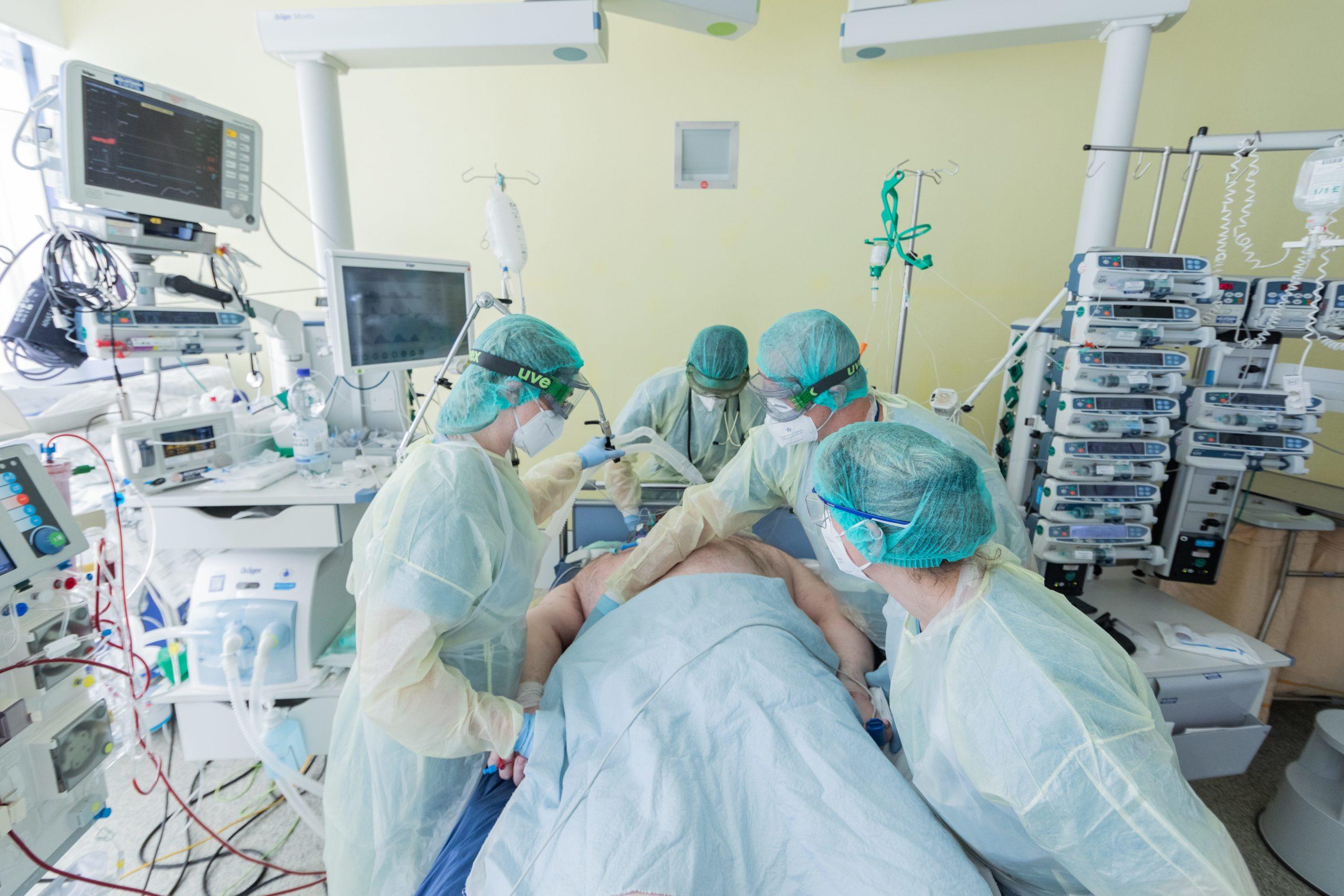 kórházi ágy