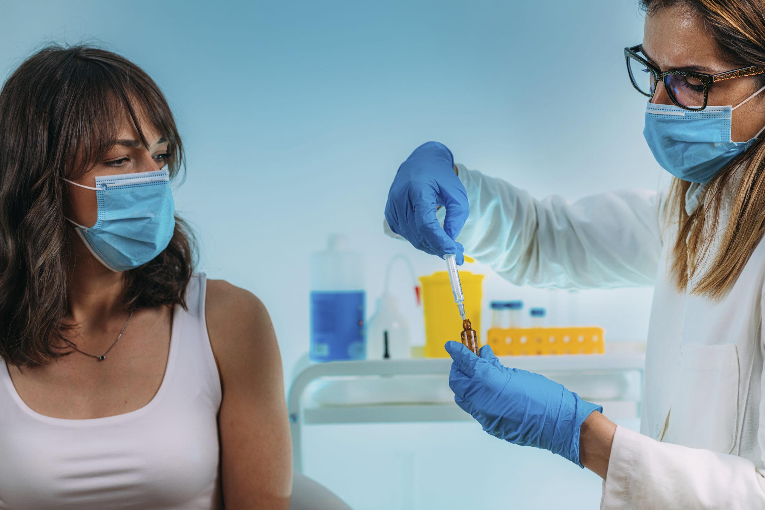 Az emberekre nézve az egyik legveszélyesebb, a rengeteg vakcina-tévhit
