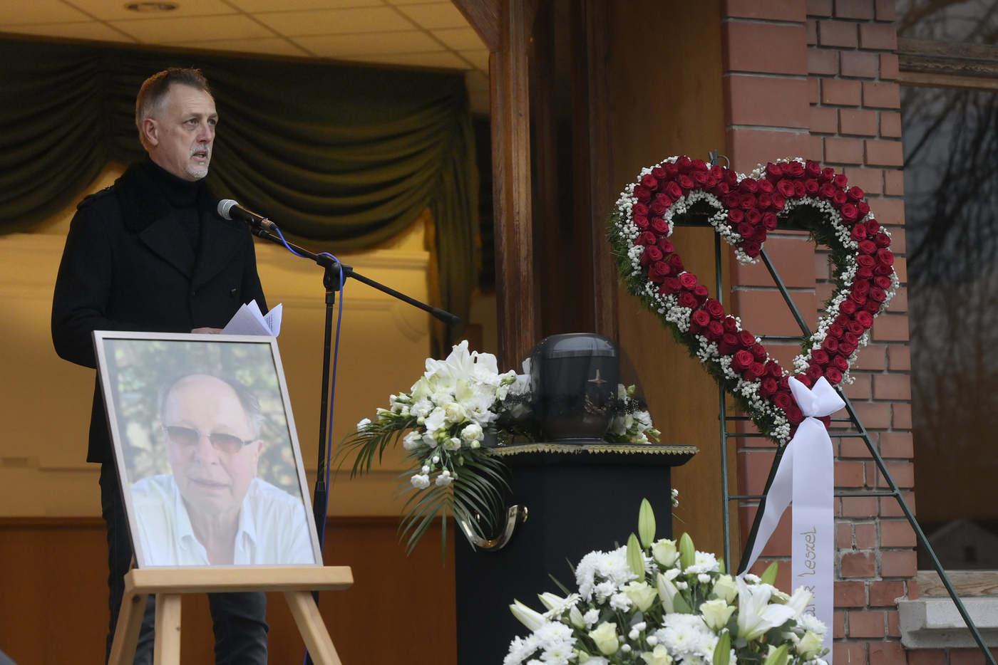 Ifj. Albert Flórián is beszédet mondott a nagy fradista Fecó emlékére (Fotó: MTI / Koszticsák Szilárd)