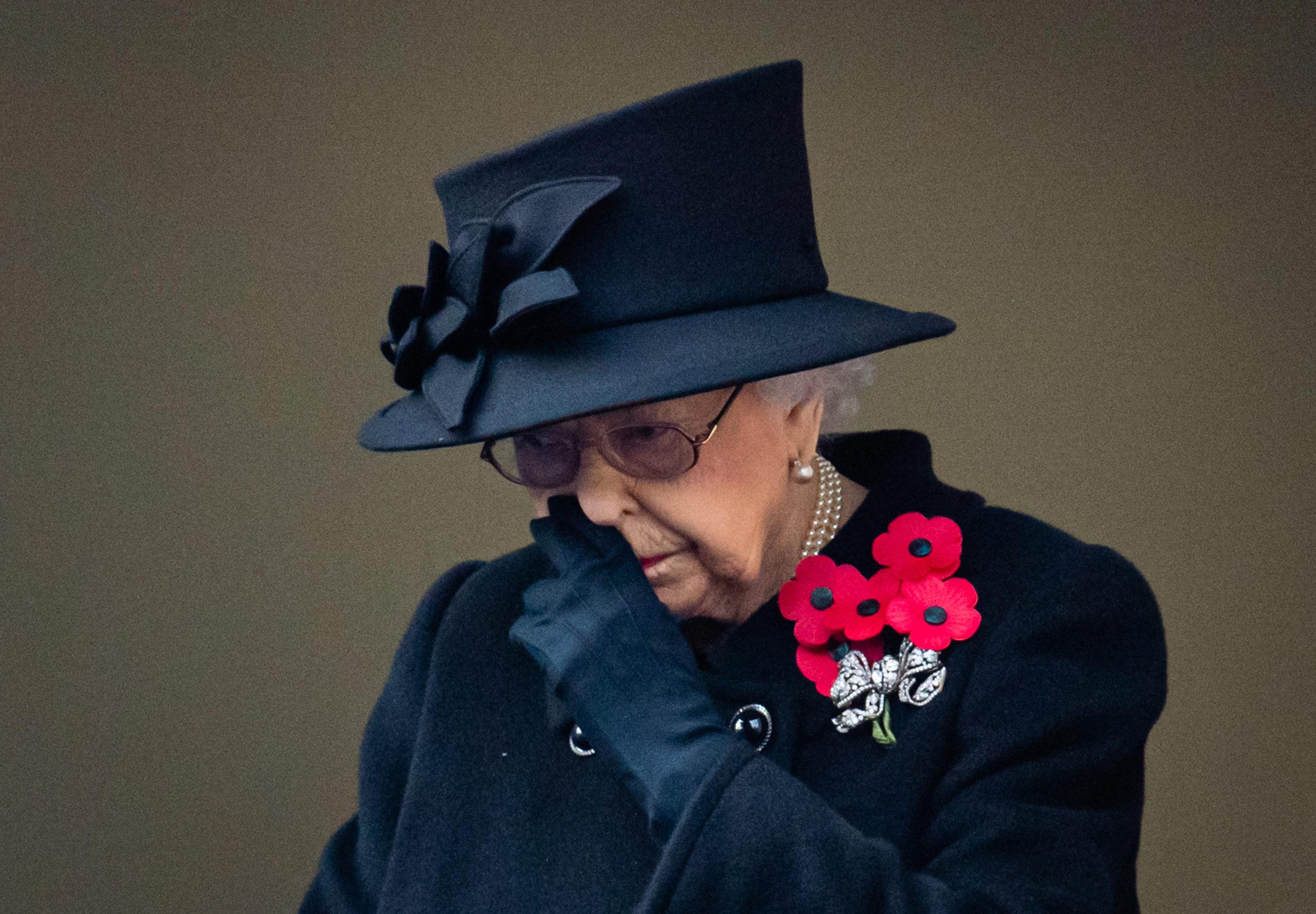 II. Erzsébetnek egyedül kell megküzdenie a gyásszal