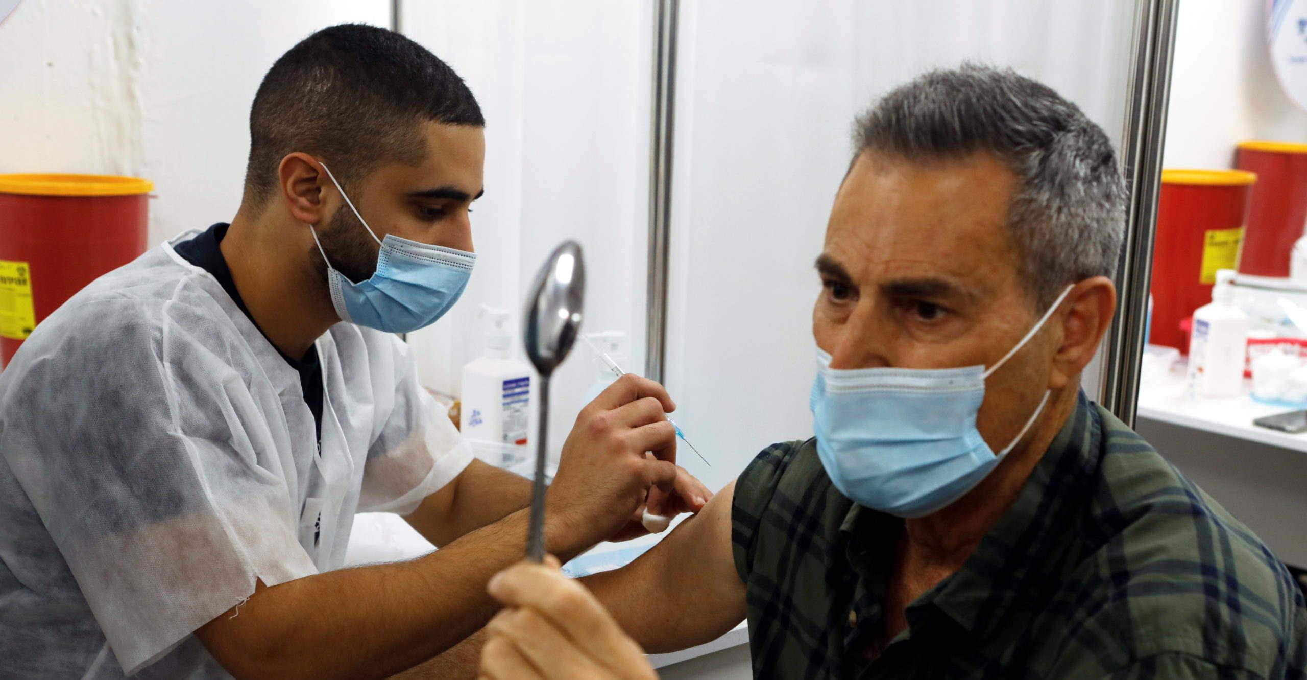 Uri Geller már beoltatta magát a koronavírus elleni vakcinával!
