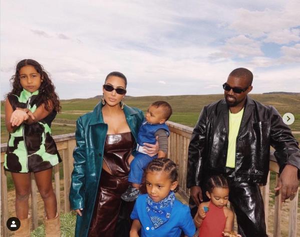 Kim Kardashian és Kanye West négy gyermeket nevelnek