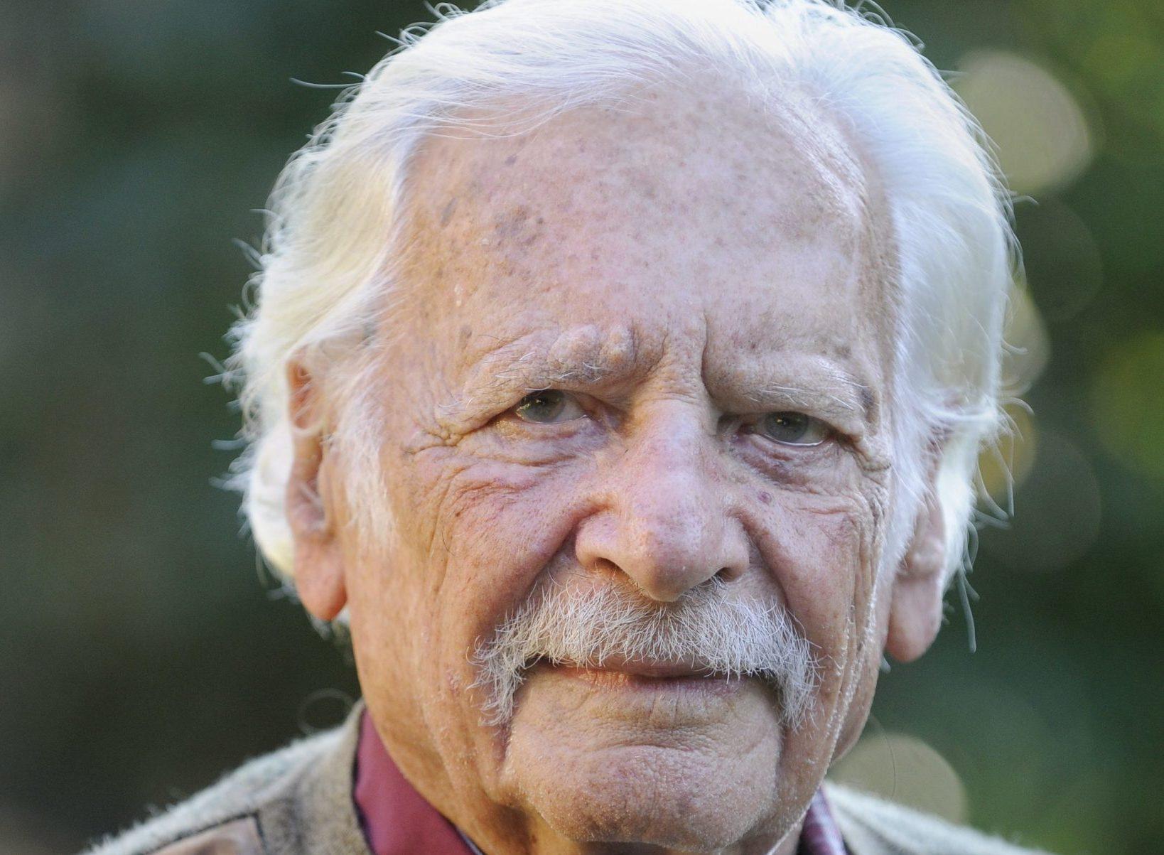 Meglepő látványt nyújt az egy éve elhunyt Bálint gazda sírja