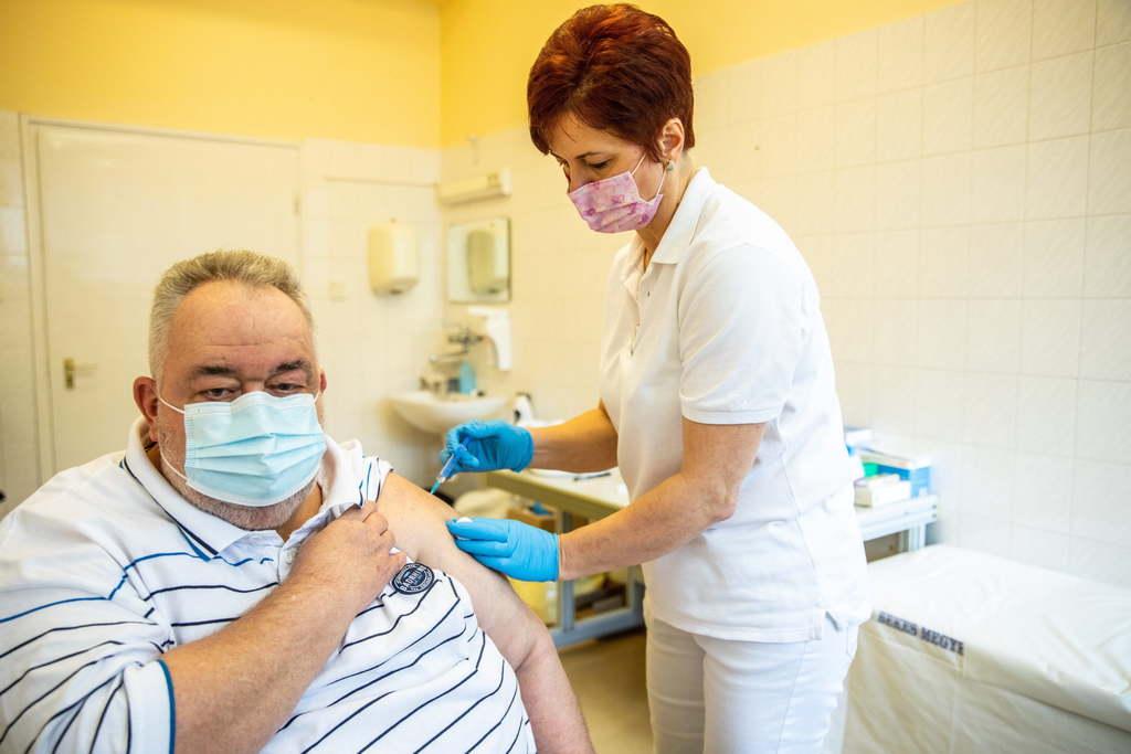 Kiderült, hogy kaphatják-e rákos betegek az AstraZeneca vakcinát