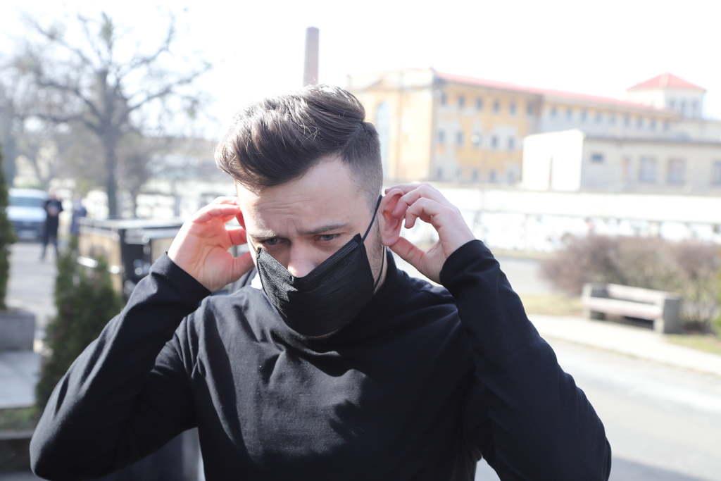 Kockáztatja az egészségét: figyelmeztették a koronavírusos Szabó Ádámot