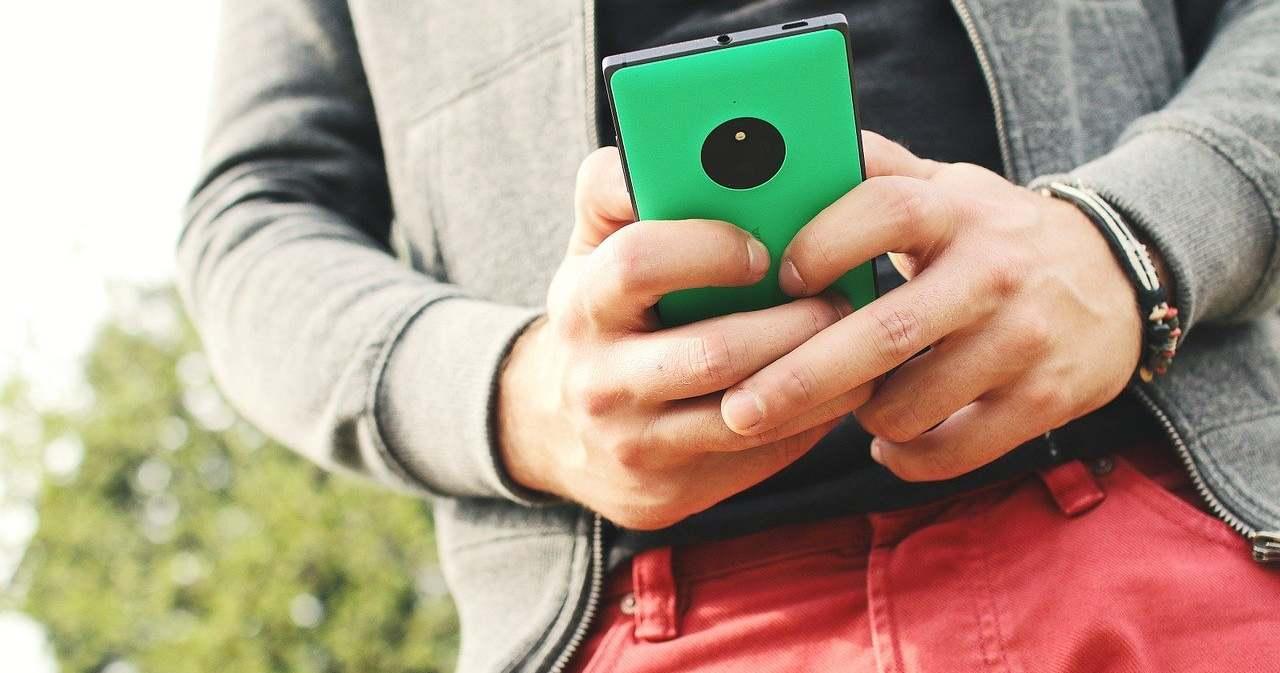 Hihetetlen, de igaz: gyilkolja a spermiumokat a mobil, ezt lehet tenni ellene