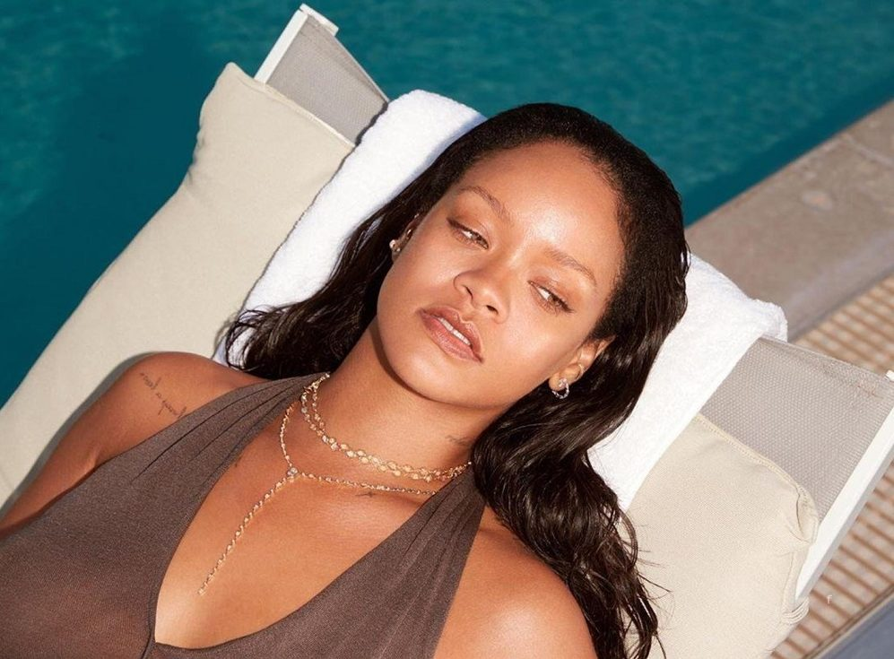 Rihanna topless dolgozik új albumán