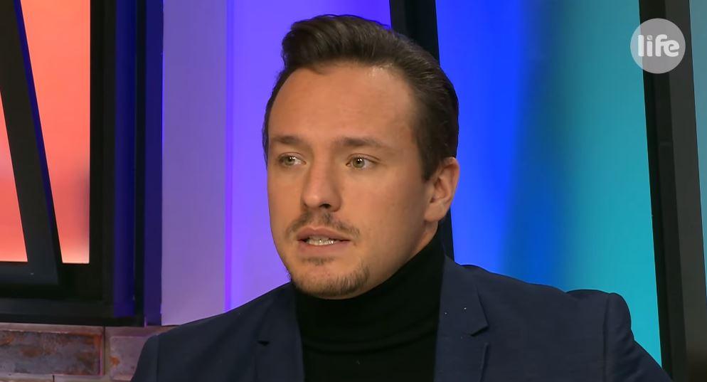 Gömöri András Máté fegyelmezi Polyák Lilla gyermekeit.