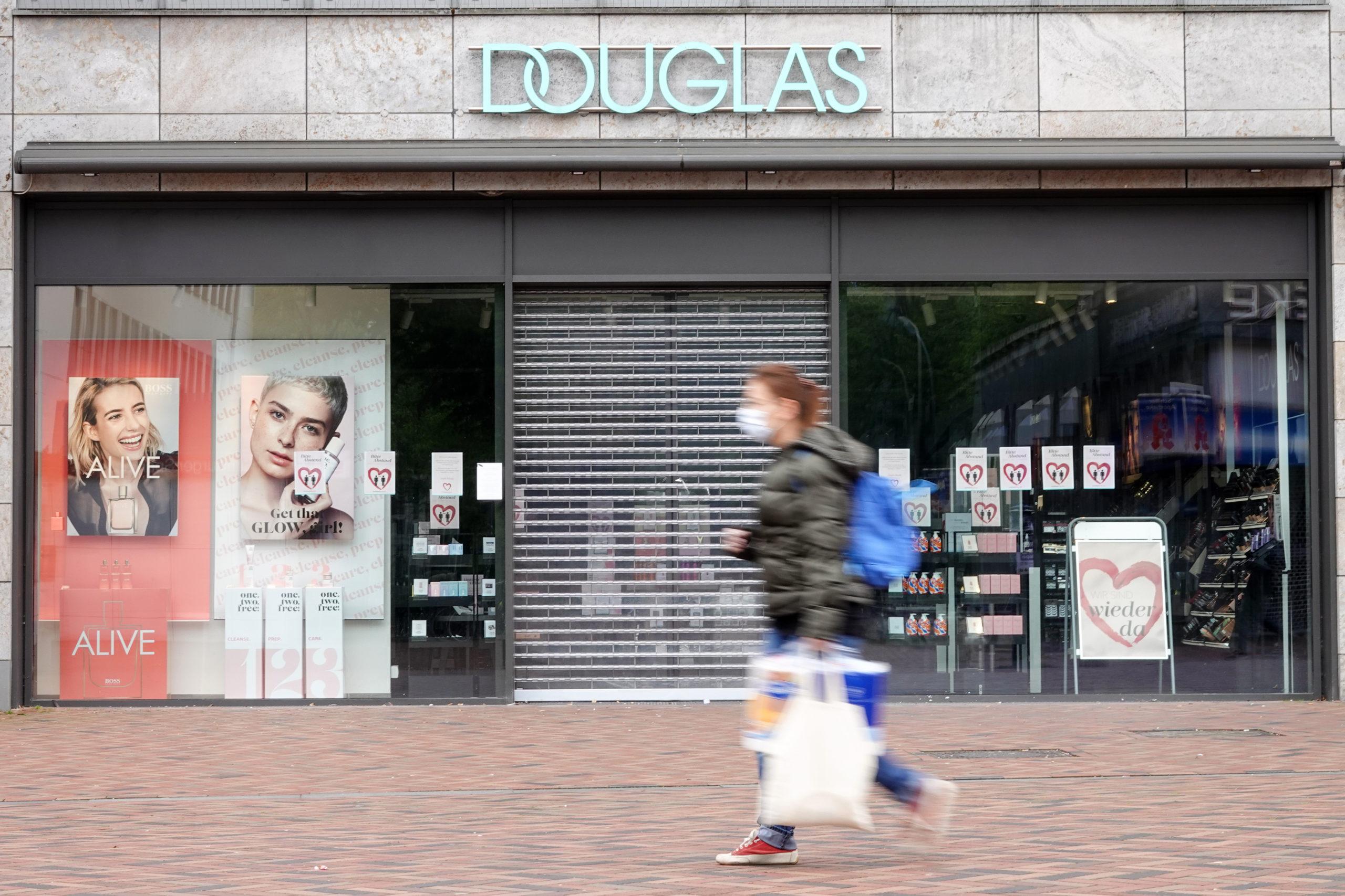 A Douglas a jövőben az online eladásra összpontosít