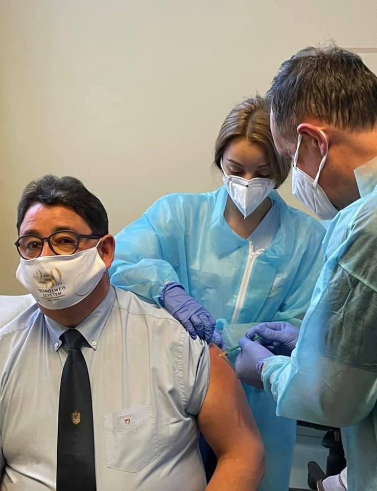 Dr. Merkely Béla is megkapta a koronavírus elleni védőoltást