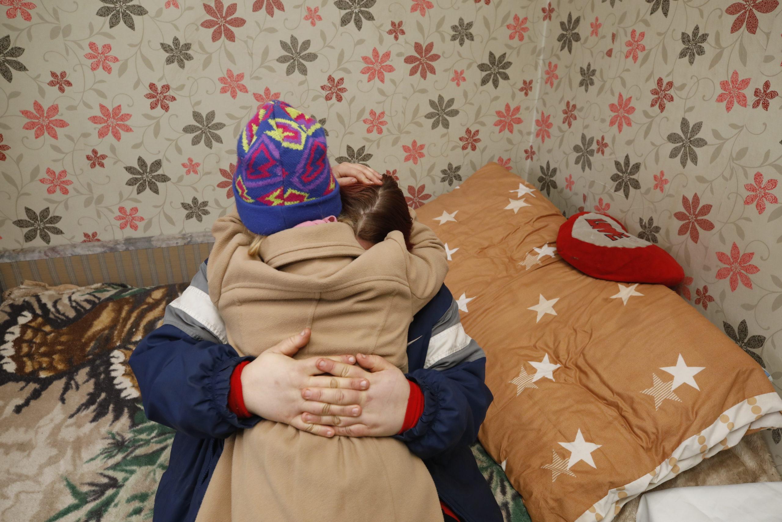 A megrontott kis Valentina és édesanyja