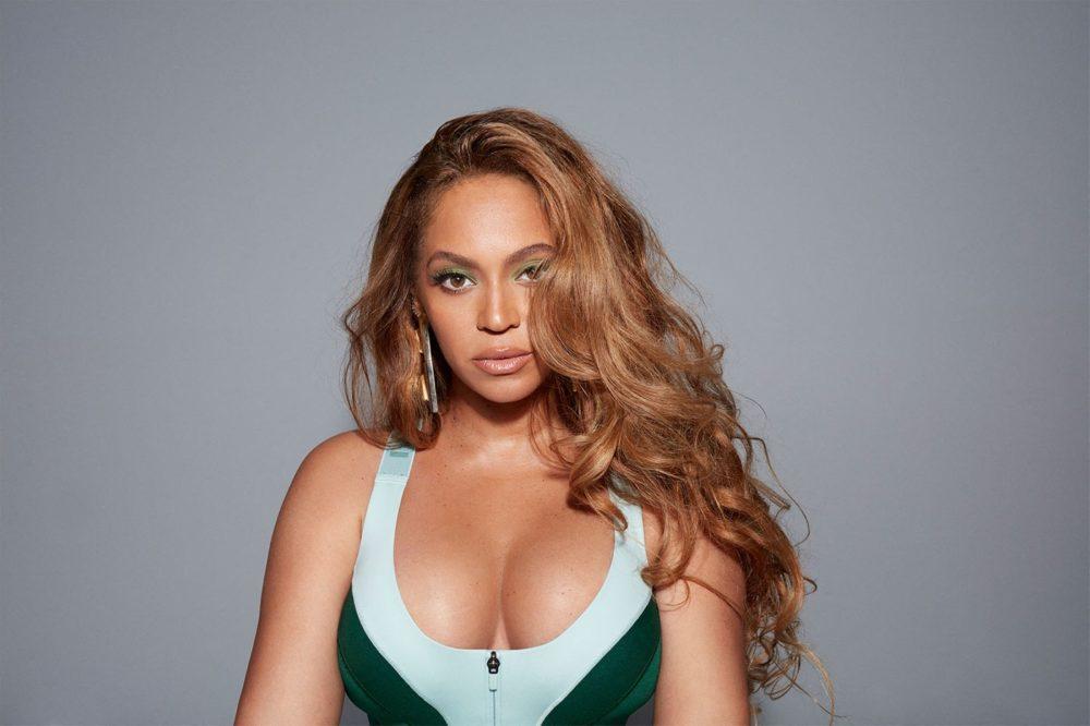 Beyoncé a tangás fenekét mutogatja