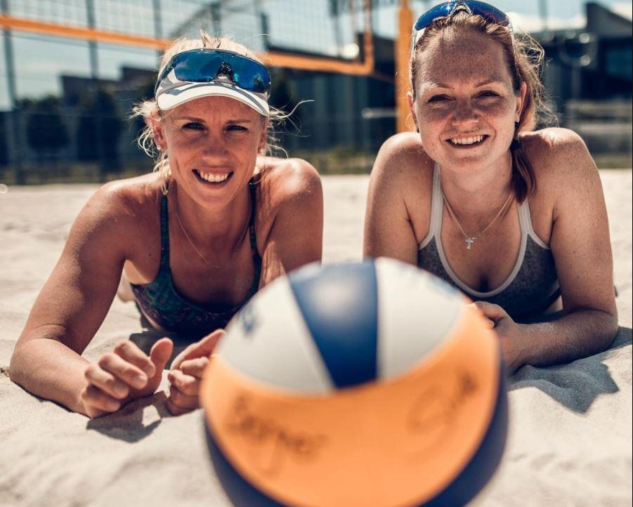Karla Borger (balra) és Julia Sude nem mond le a kényelmes munkaruháról