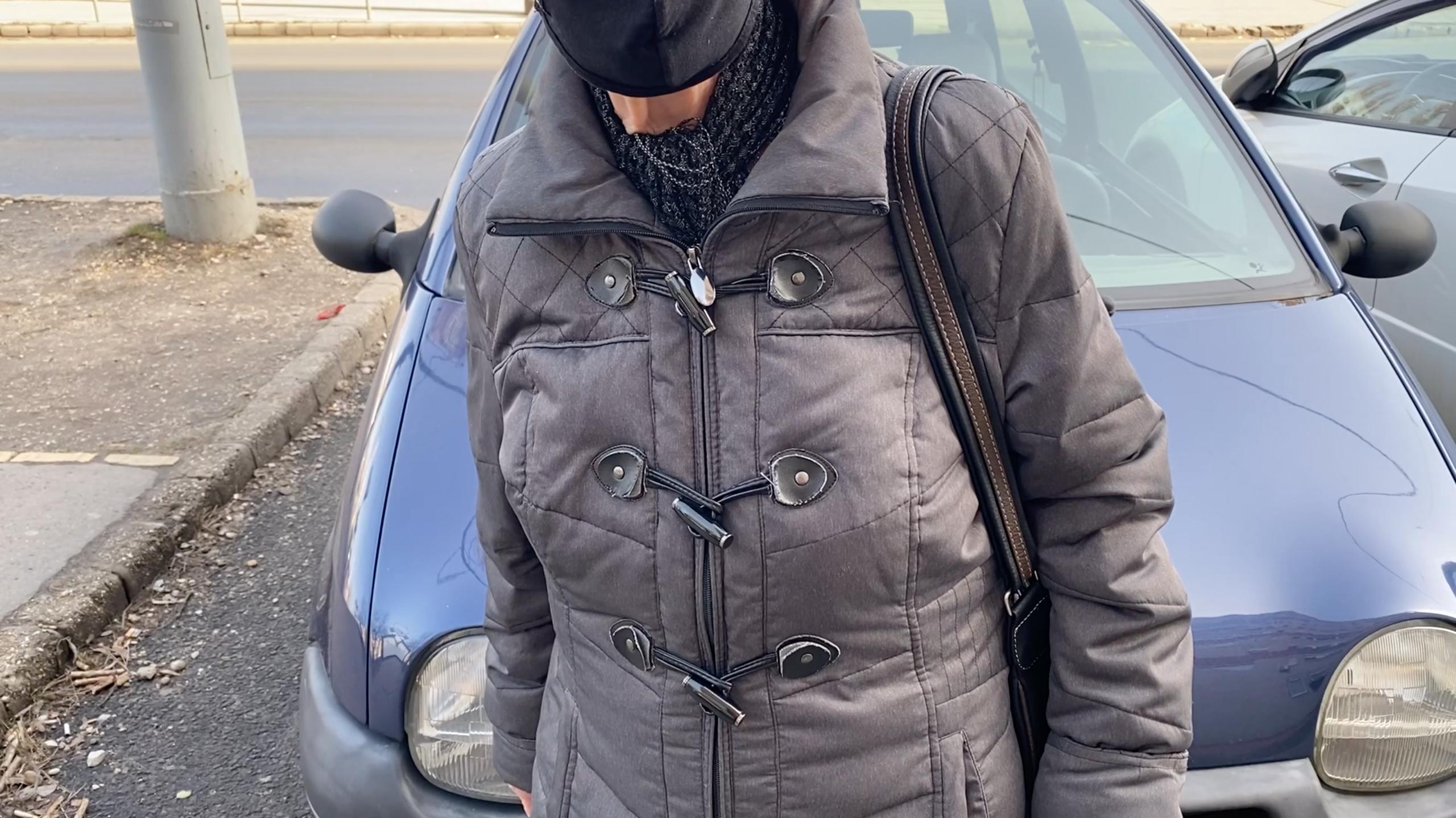 Az idős hölggyel a zuglói utcán találkoztunk, aki a Borsnak elmondta: fél az oltással házaló csalóktól