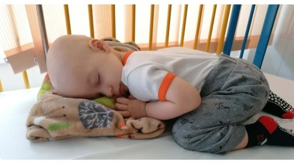 Az 1 éves Ádám agydaganattal küzd