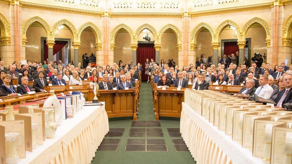 Az Érték és Minőség Nagydíj Pályázat elismeréseit hagyományosan a Parlament Felsőházi Termében adják át.