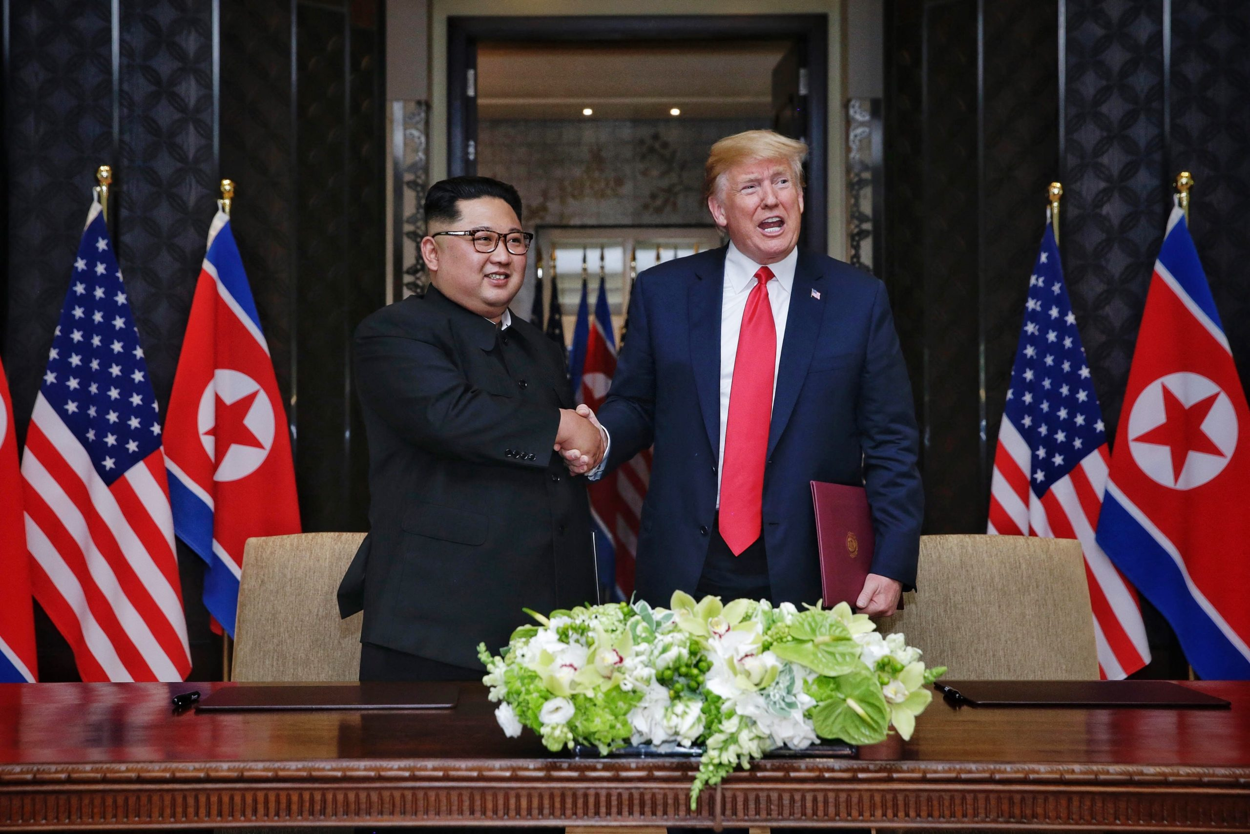 Történelmi találkozónak számított Kim Dzsongun és Donald Trump első találkozója