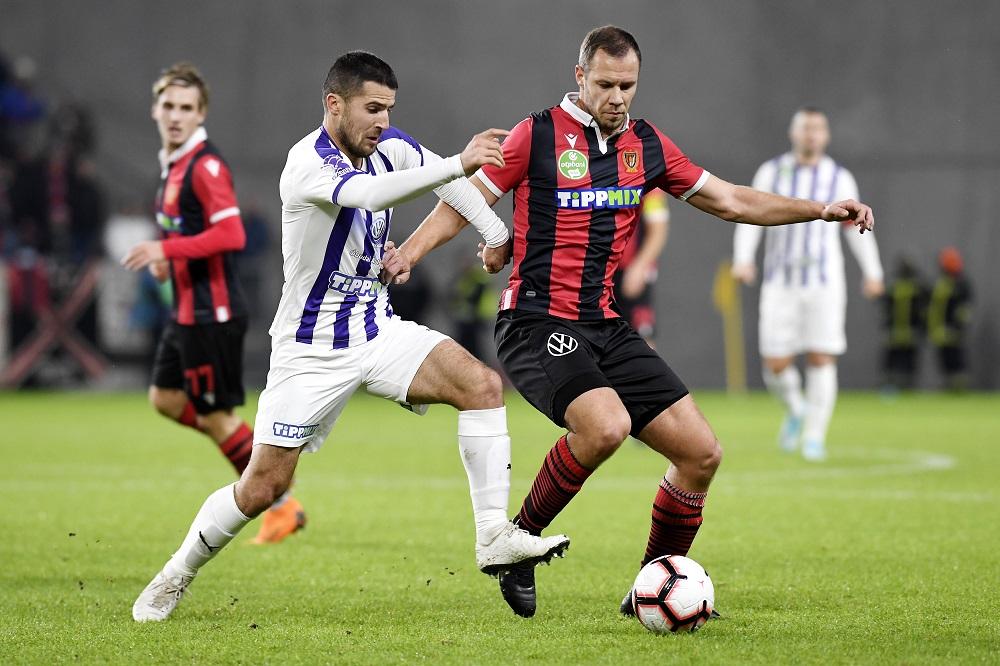 Vadócz (jobbra) legutóbb 2019 decemberében játszott itthon, aztán a Honvédtól a Penarolhoz igazolt