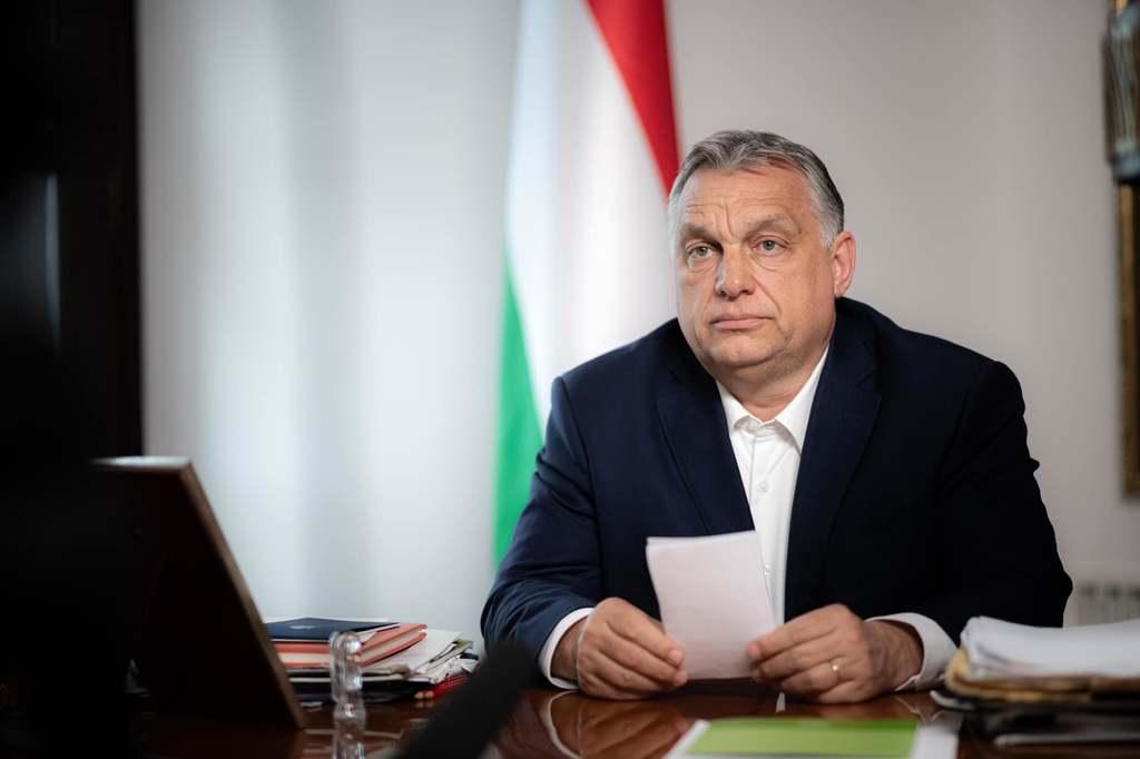 """""""Szabad a sör"""" – egy teraszról jelentkezett be Orbán Viktor"""