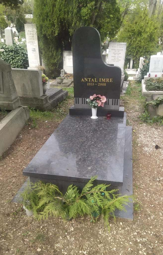 Tizenhárom éve hunyt el Antal Imre, így néz ki most a sírja