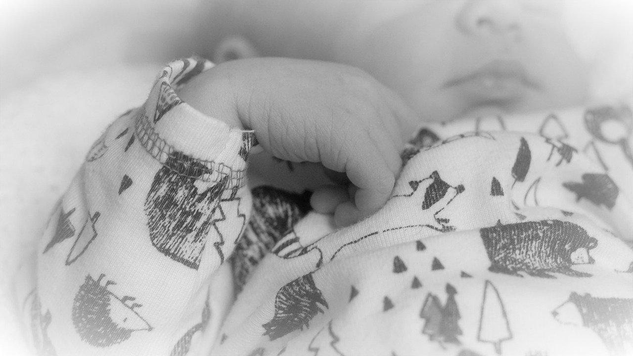 meghalt a csecsemő