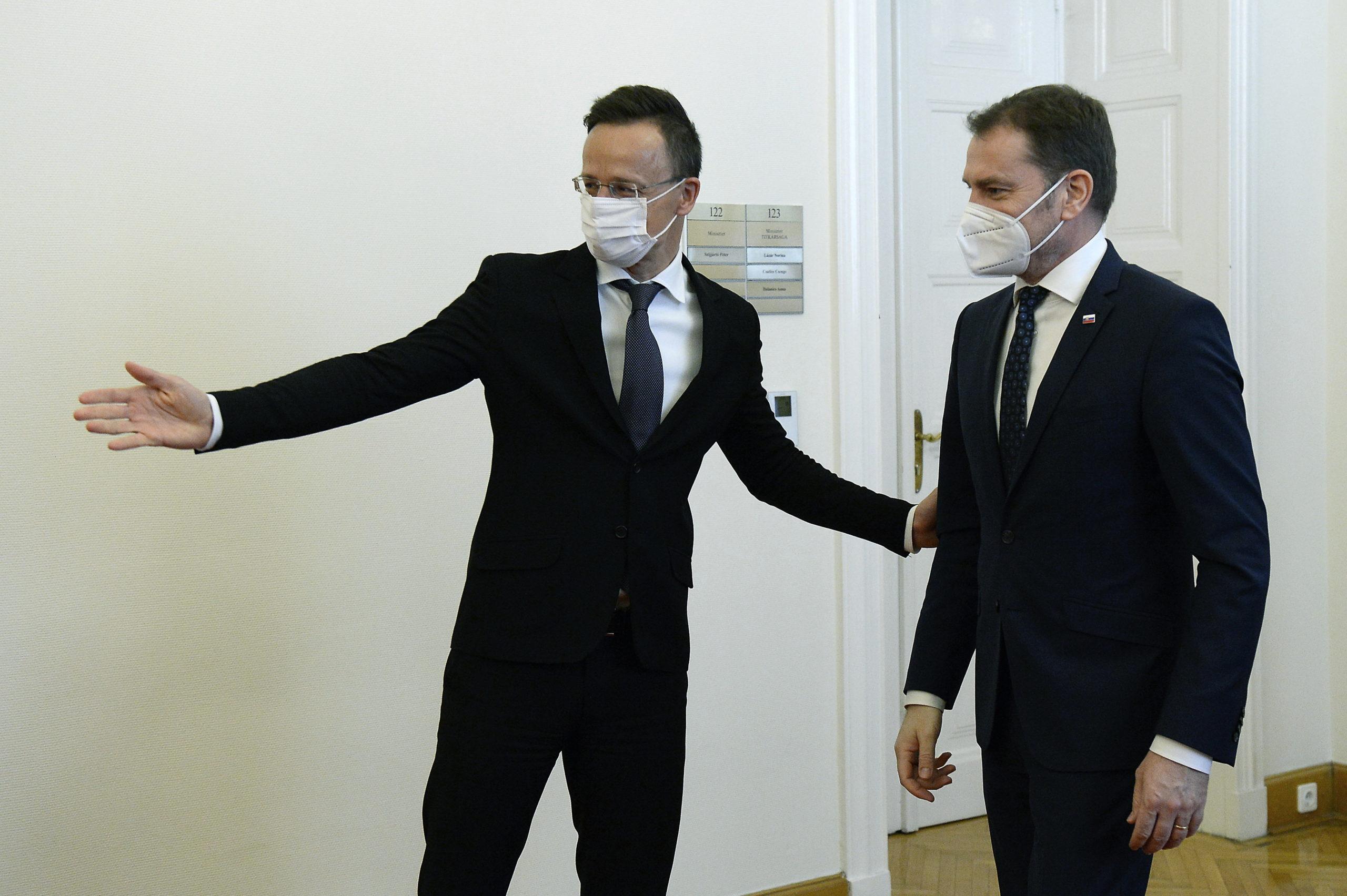 Szijjártó Péter külgazdasági és külügyminiszter hivatalában fogadja Igor Matovicot