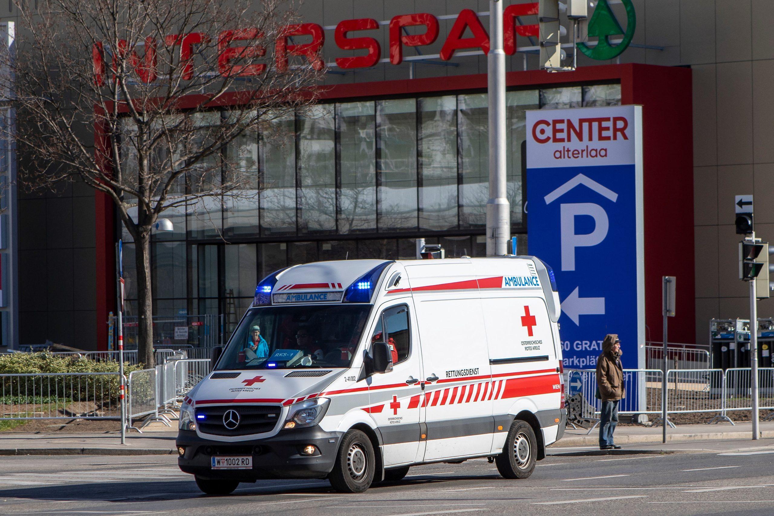 Egy osztrák mentőautóból ugrott ki a 21 éves fertőzött migráns