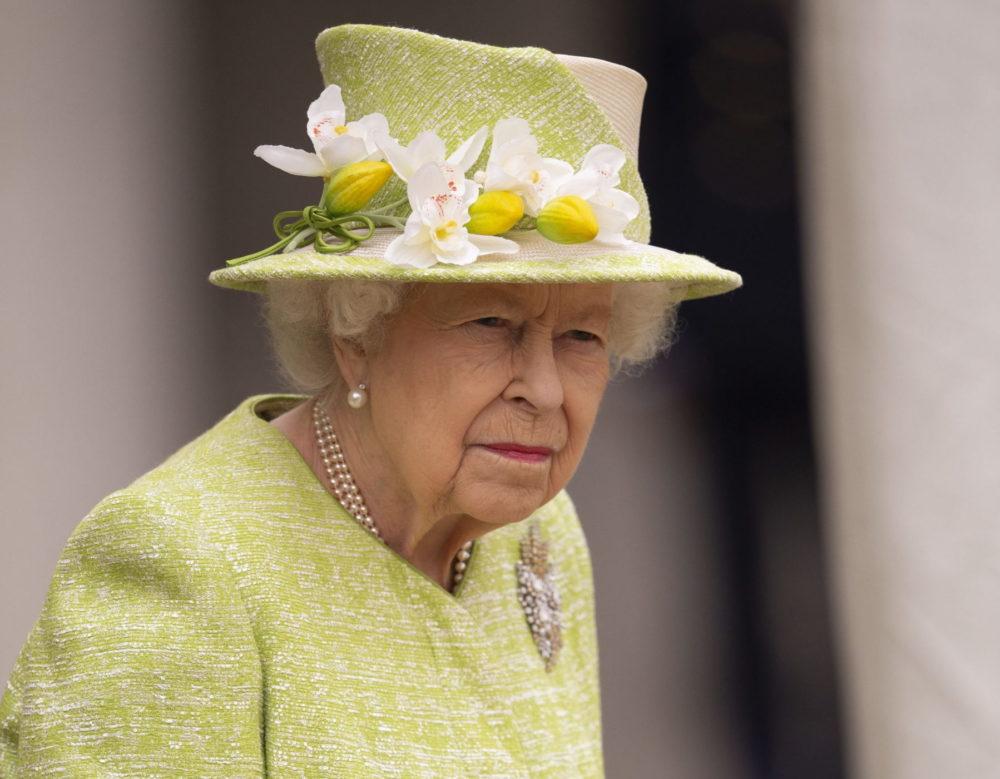 II. Erzsébet félretette a gyászt