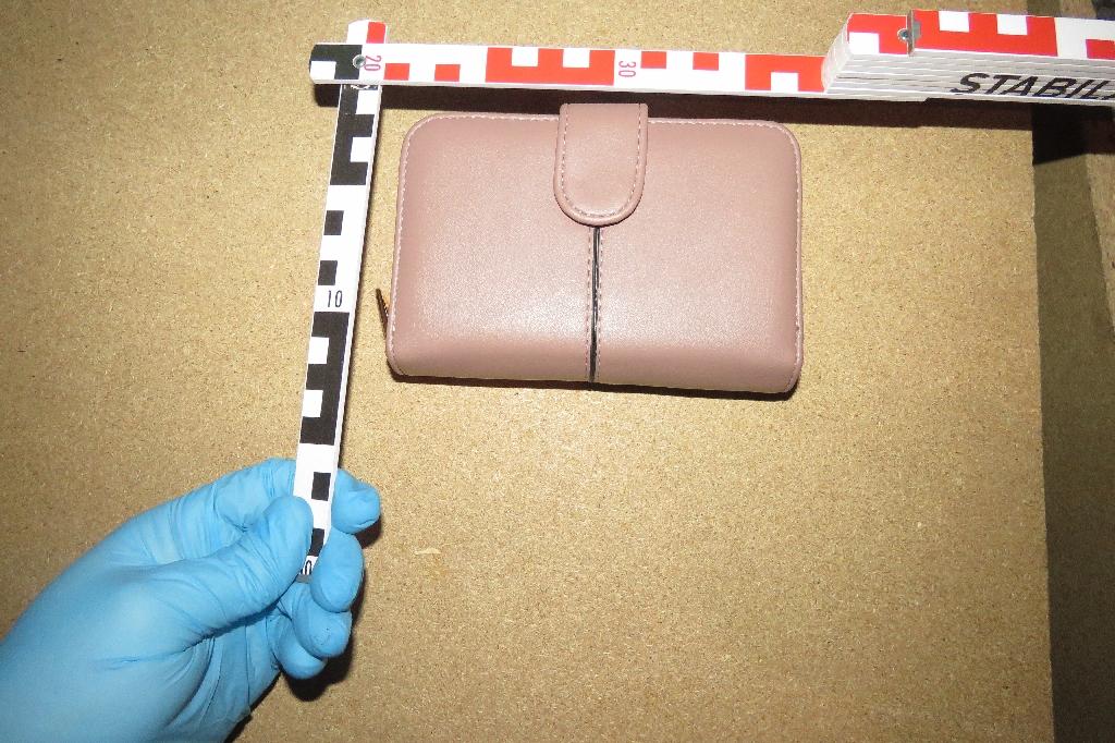 megtalálták az ellopott pénztárcát