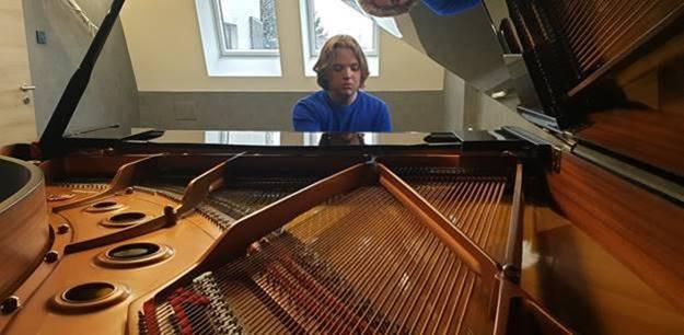 Plácido Domingo elképesztő ajándékkal lepte meg a fiatal tehetséget