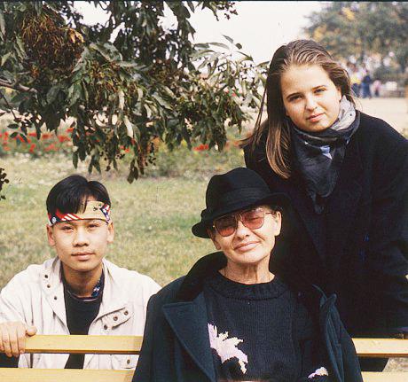 Törőcsik Mari lánya (jobbra) szép szavakkal mondott köszönetet