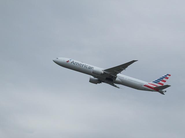 UFO követte az American Airlines gépét