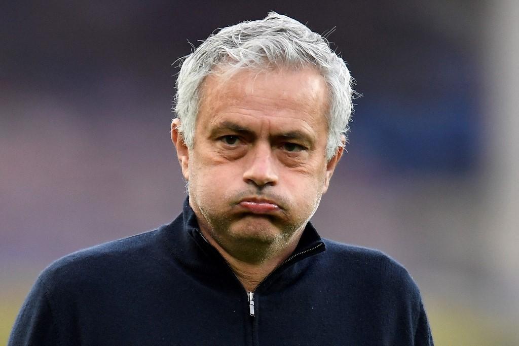 José Mourinhót menesztették