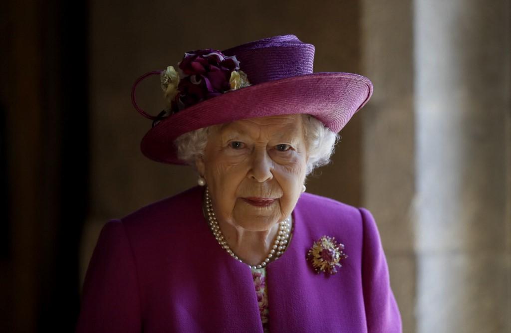 II. Erzsébet királynő alig egy hete temette el imádott férjét, Fülöp herceget