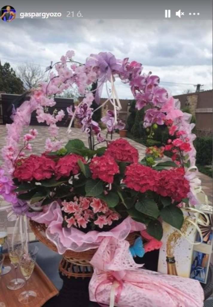 Virág gyönyörű májuskosarat kapott Krisztiántól
