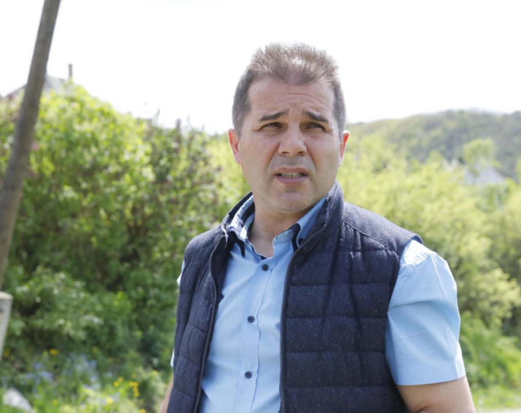 Pintér Zsolt polgármester elmondta: az ittas sofőr nagy sebességgel ütközött a vízelvezetőnek