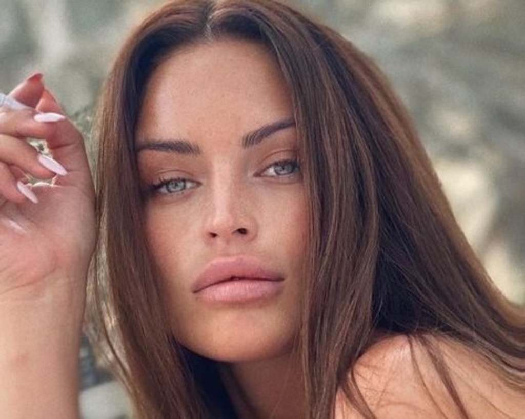 Bikinire vetkőzött az álomtestű magyar modell, ezt látnod kell