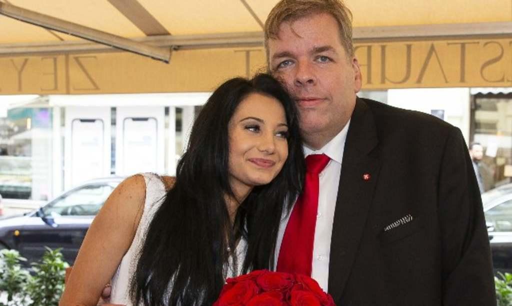 Egyre rejtélyesebb Schmuck Andor válása, együtt látták fiatal feleségével