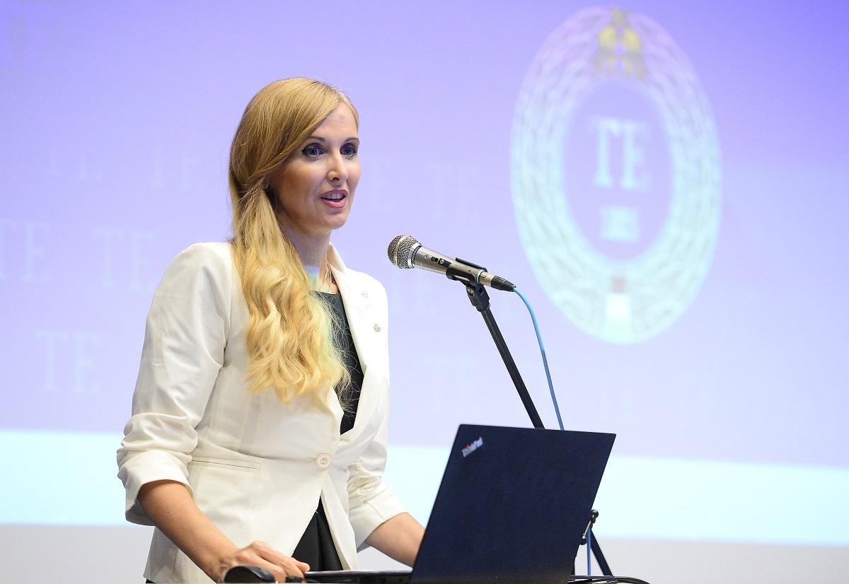 Dr. Szabó Tünde, az Emberi Erõforrások Minisztériumának sportért felelõs államtitkára
