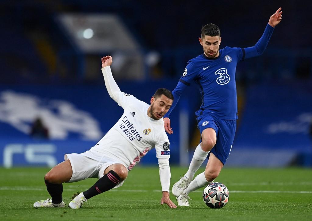 Eden Hazard (fehérben) korábban a Chelsea játékosa volt