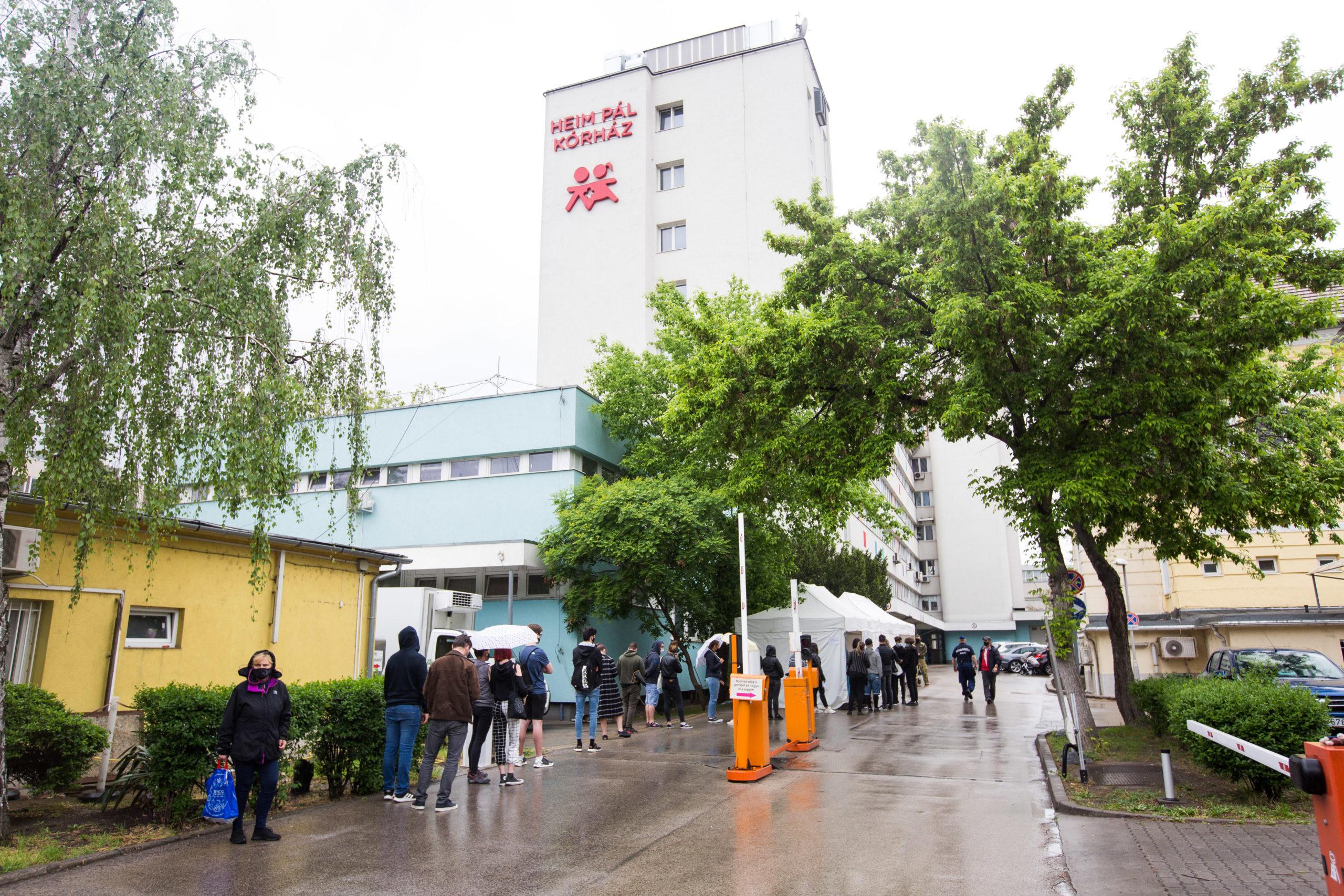 A Metropol stábja a Heim Pál Gyermekkórháznál kialakított oltóponton járt, ahol a 16-18 éveseket oltották
