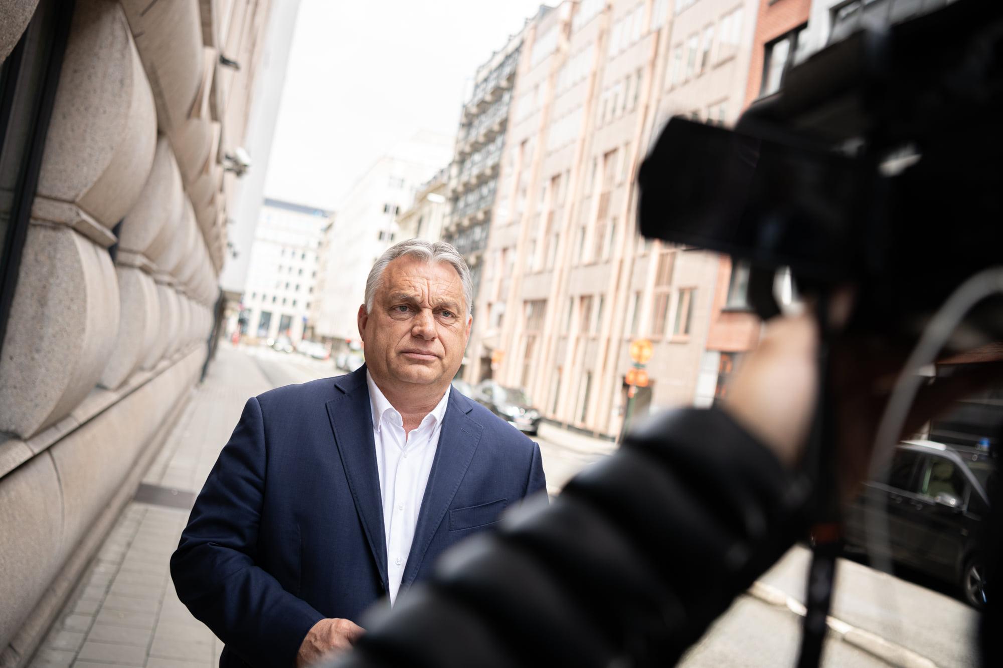 Orbán Viktor Brüsszelből jelentkezett