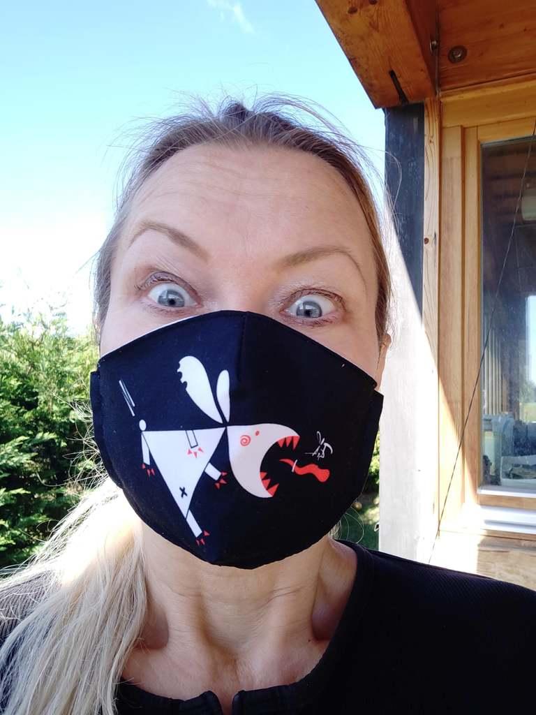 Itt a bizonyíték: Óriási divatcikk lett a maszk